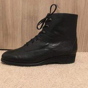 NWOB BALLY BLACK ANKLE LACED BOOTS SIZE 6.5(37)